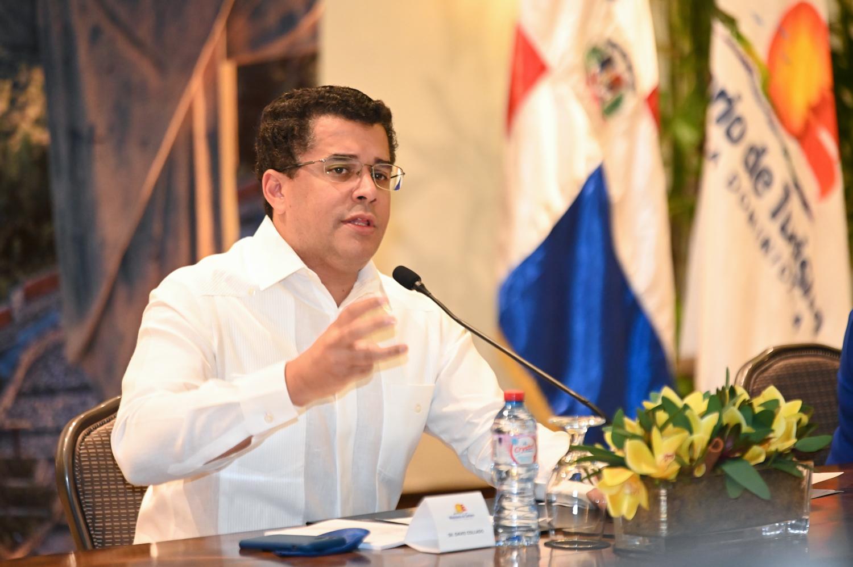 Ministro de Turismo, David Collado - Gabinete de Turismo anuncia tercera dosis vacuna covid